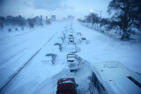 Pic: 2011 Chicago Blizzard – Cars on Lake Shore Drive